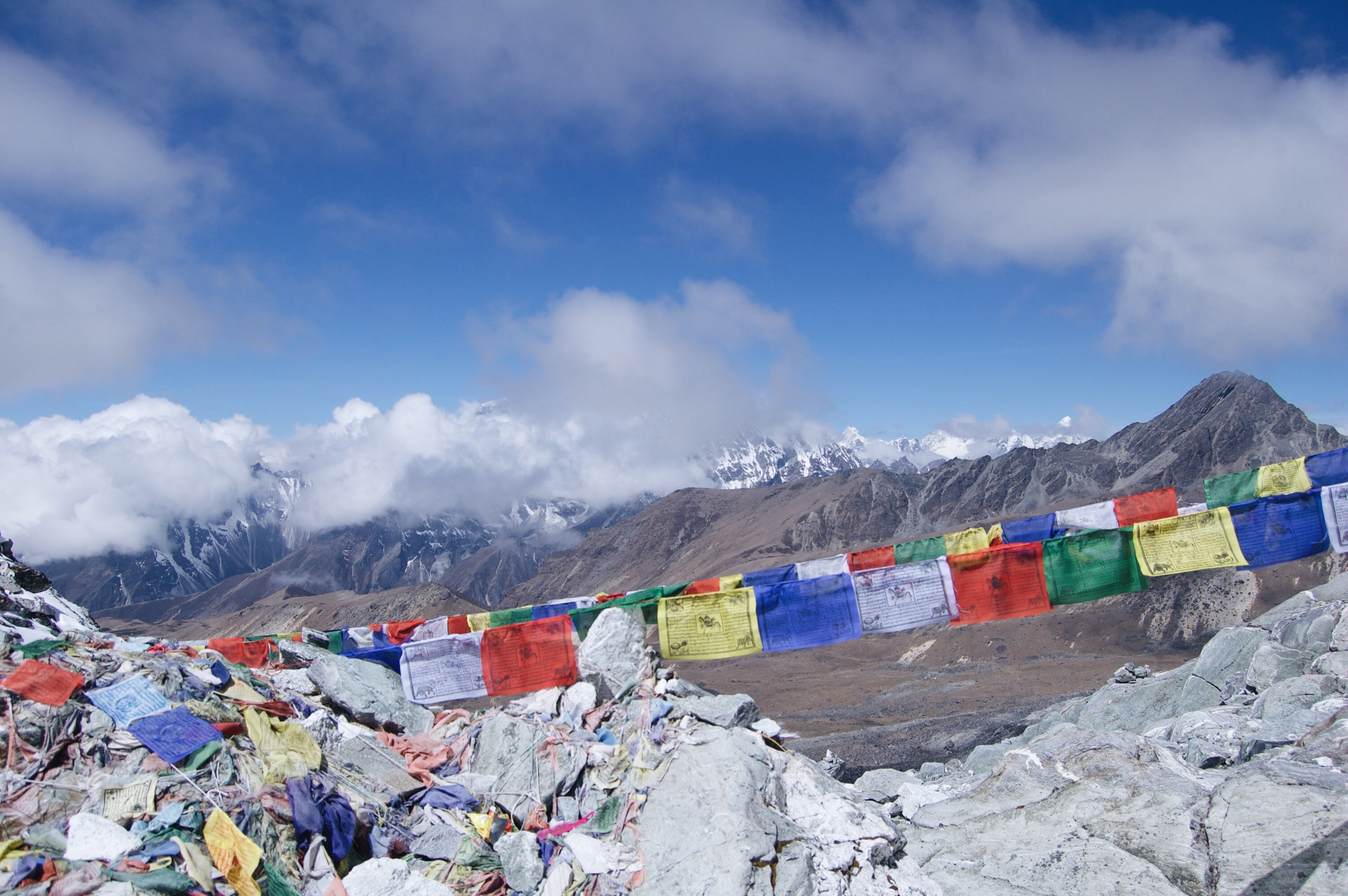 How to Trek the Three Passes Independently: prayer flags of cho la